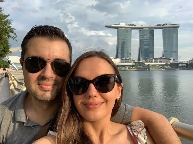 Victor Gonzalo y su mujer, en uno de sus viajes