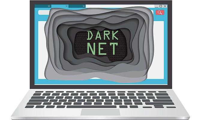Portátil accediendo a Dark Net