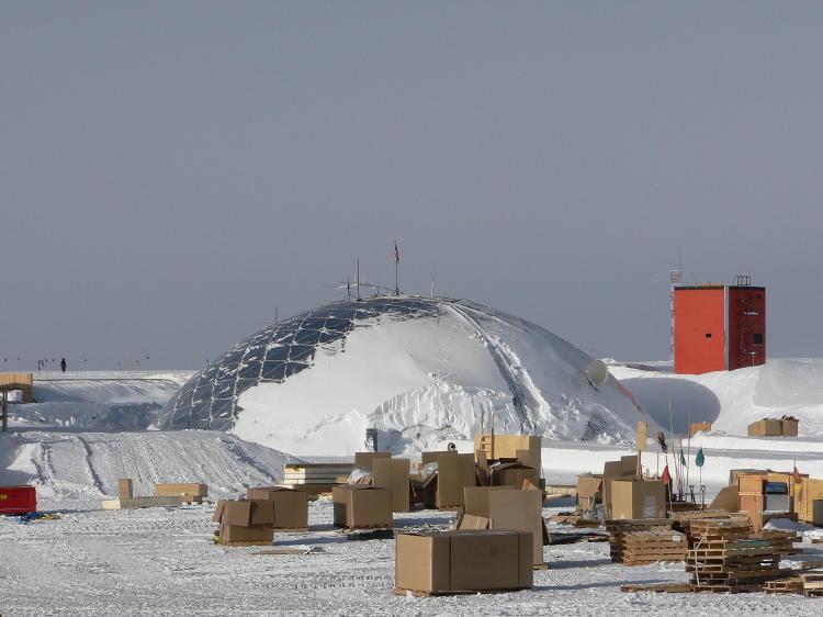 Amundsen-Scott_South_Pole_Station_(dome)